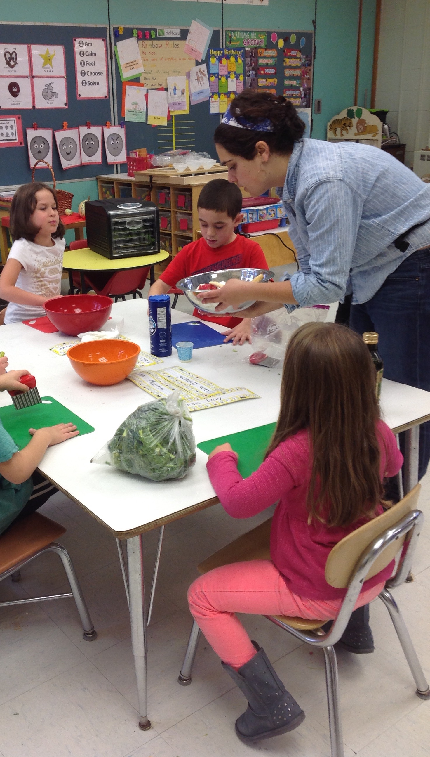 Caroline Teaches Students How To Make Kale Chips